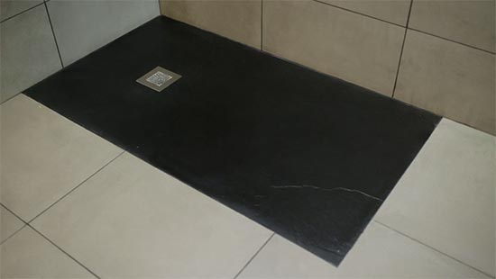 Instalación de plato de ducha flexible encastrado